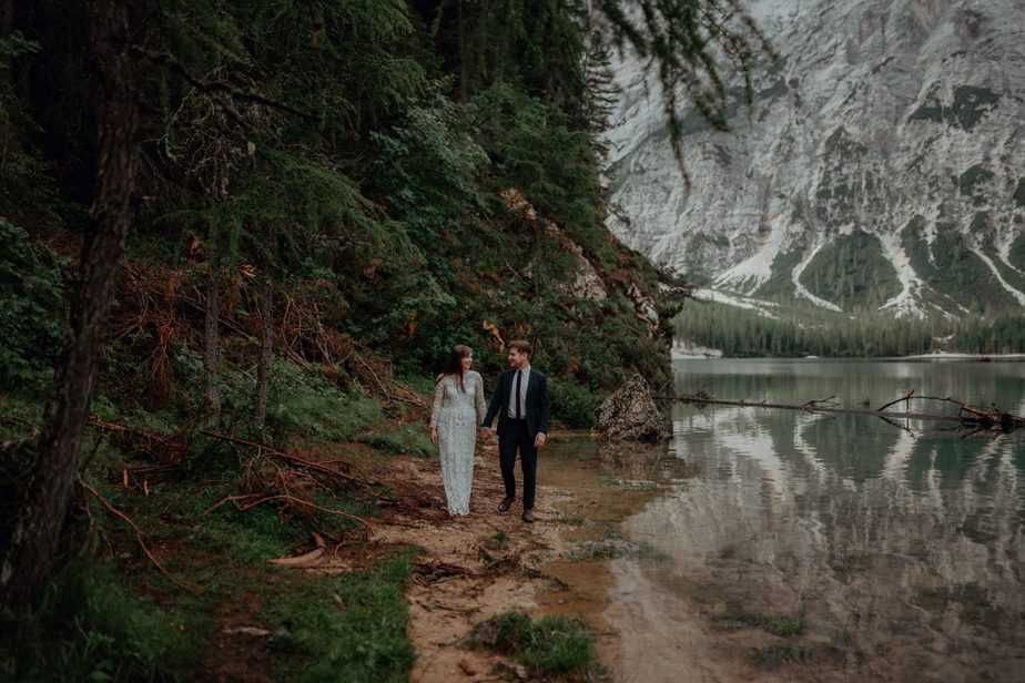 Couple walking by the lake during Elopement in The Italian Dolomites