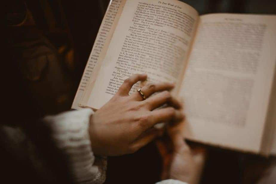 Bookshop Engagement shoot | Belle Art Photography | Barter Books Alnwick