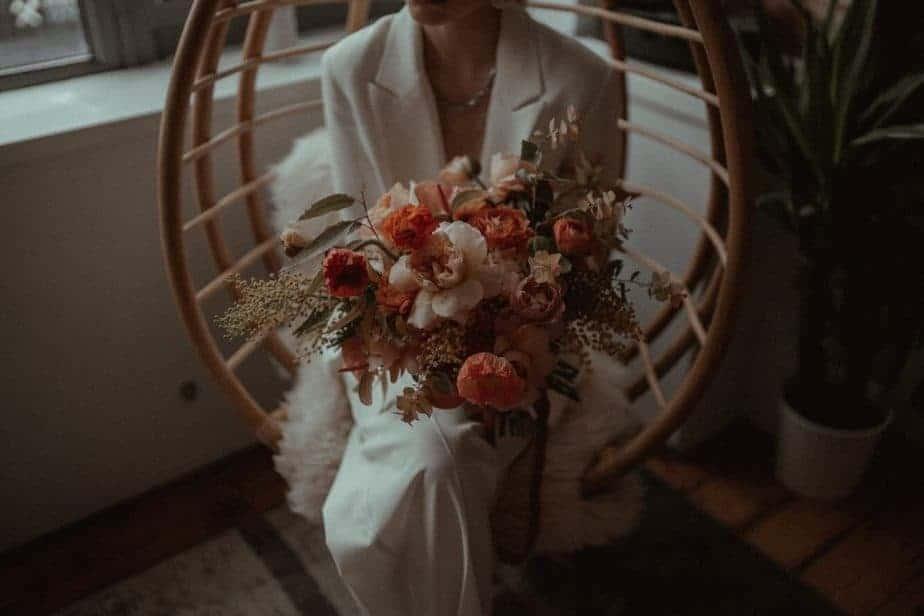 London Elopement - bride holding wedding flowers in Shoreditch