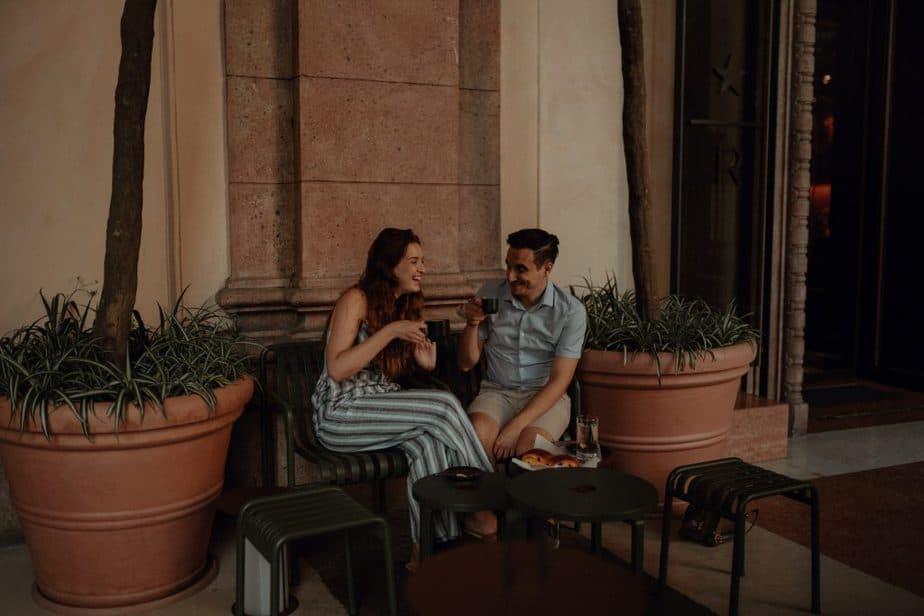 couple having coffee in Milan during engagement session